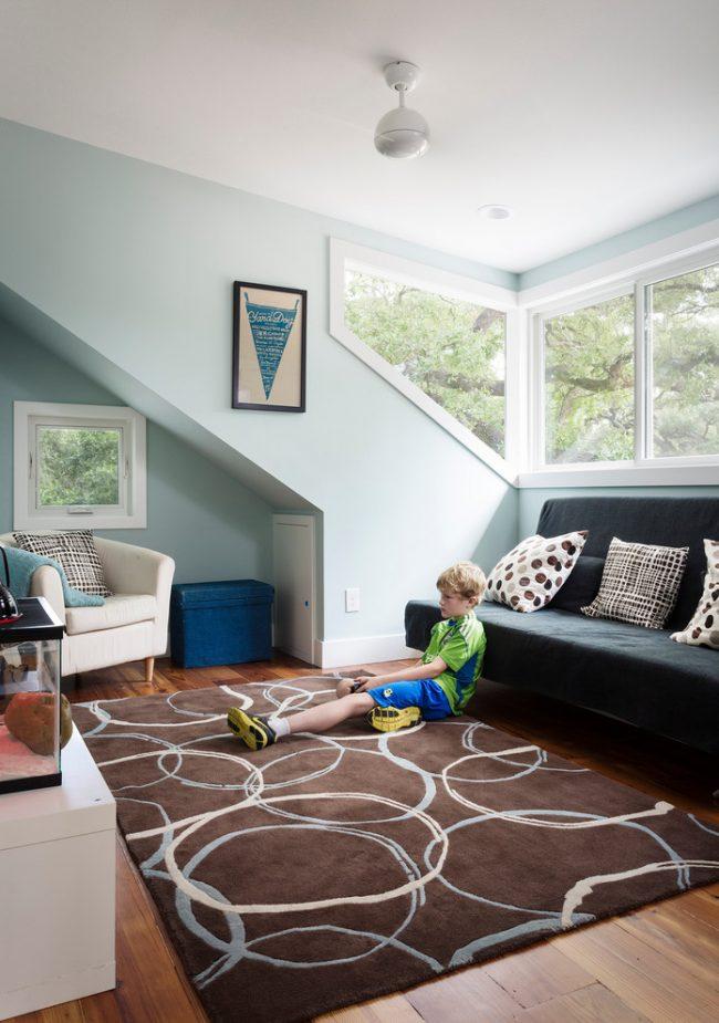 Мебель в детской комнате должна быть прочной и иметь слабо сорбирующее покрытие