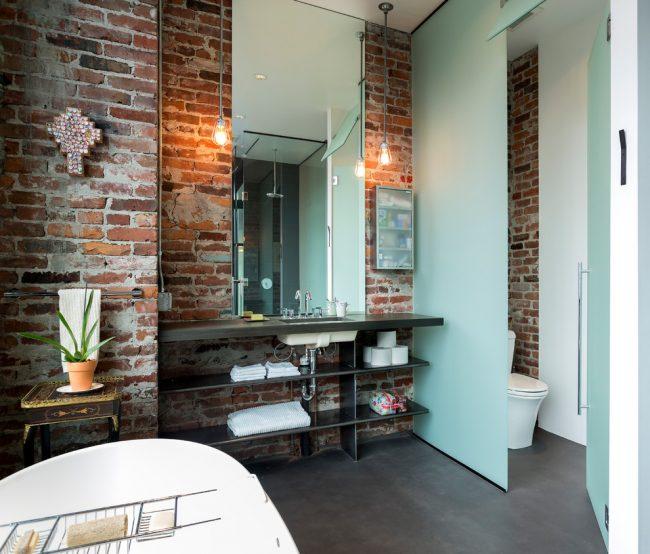 Благодаря своим свойствам резиновая краска отлично подойдет для покраски пола в ванной комнате