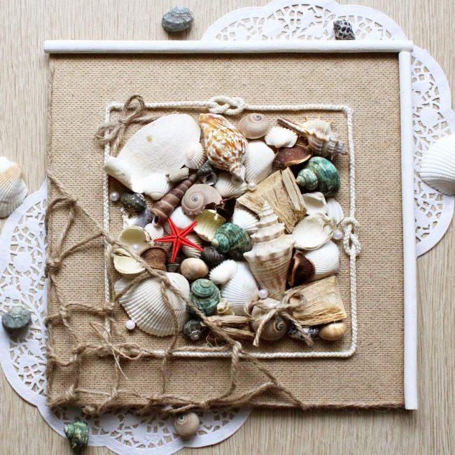 Панно из ракушек мысленно перенесет вас на морской пляж