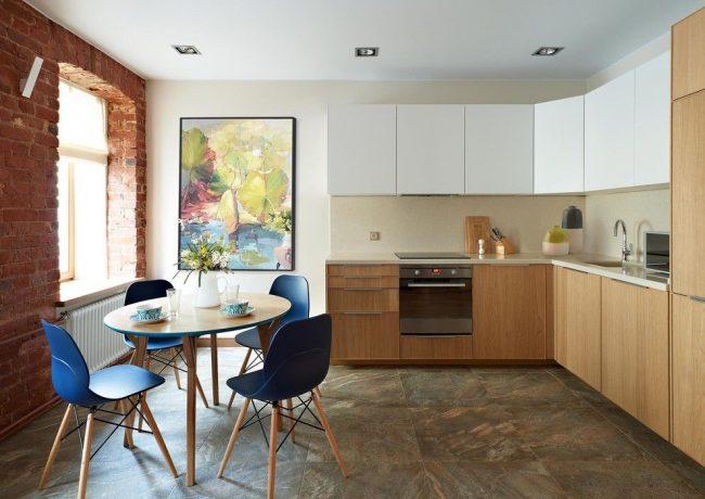 Кухня в стиле контемпорари с кирпичной стенкой