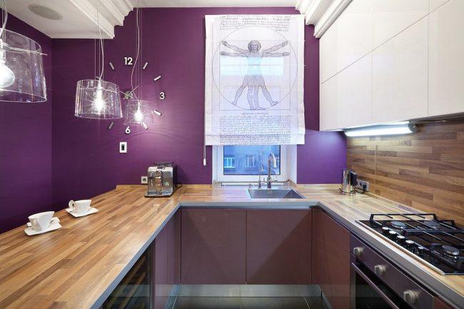 Фиолетовые стены на современной кухне