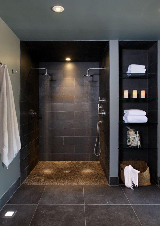 Стильная ванная комната в темном оформлении