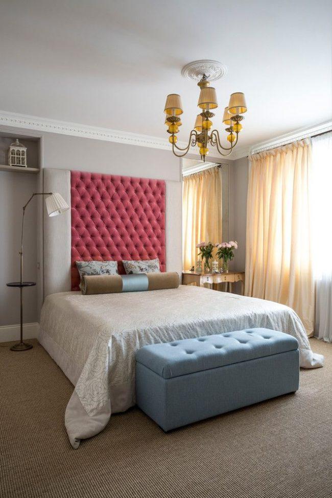 Напольный светильник для современной спальни