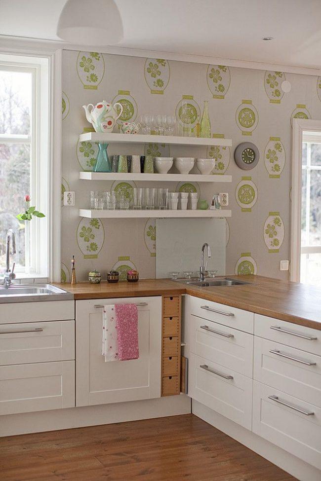 угловая тумба под мойку на кухню: небольшая угловая мойка на светлой кухне