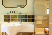 Фото 27 Зеркальная плитка в интерьере: как использовать глянцевые акценты и обзор лучших сочетаний