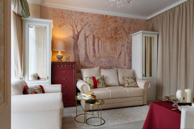 Плотные бежевые шторы в цвет интерьера гостиной отделяют спальное место