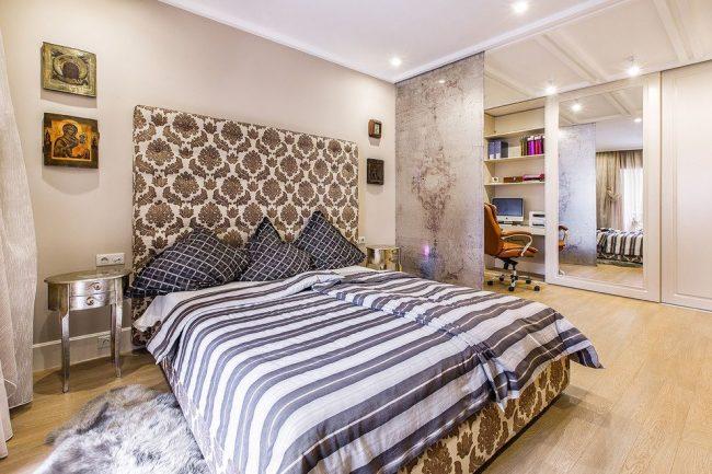 Рабочая и спальная зоны разделены с помощью японских штор