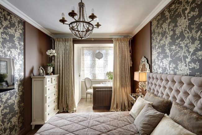 Зонирование классической спальни с помощью плотных штор