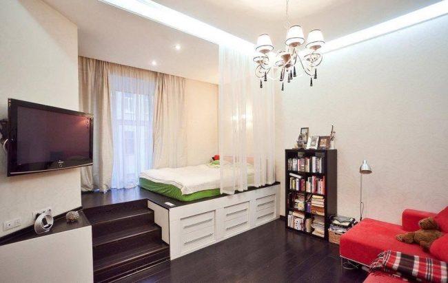 Зонирование шторами - идеальный вариант для однокомнатной квартиры
