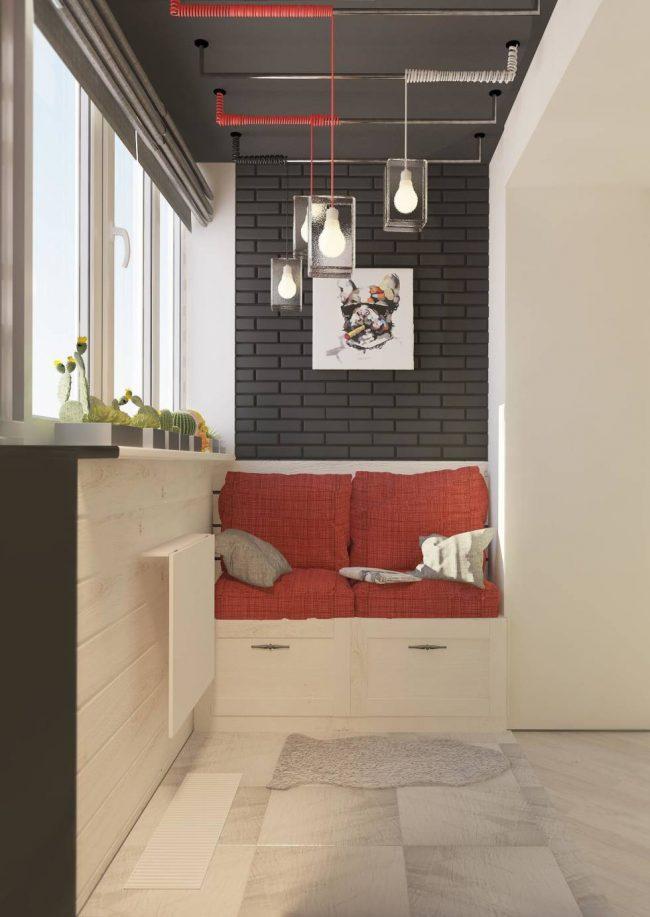 Контрастное цветовое оформление балкона в бунтарском стиле