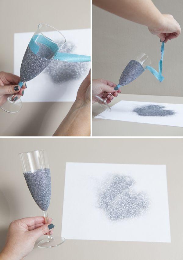 Пример декорирования бокалов с помощью ленты и блесток