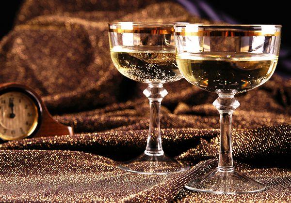Широкие бокалы для шампанского