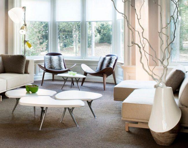 Ветки деревьев причудливой формы сыграют роль икебаны в комнате