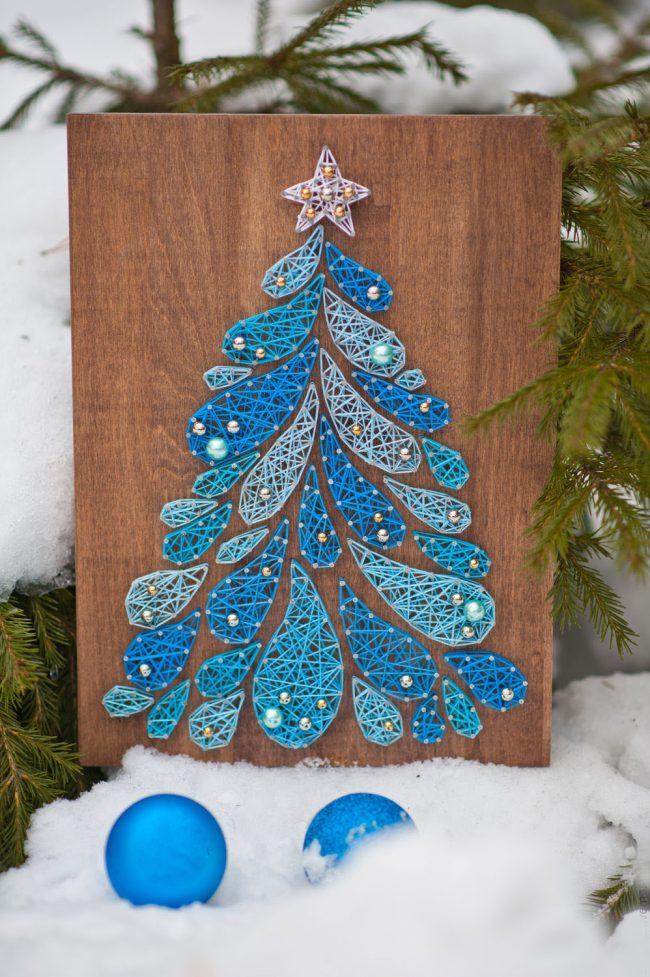 Прекрасное новогоднее панно с голубой елкой