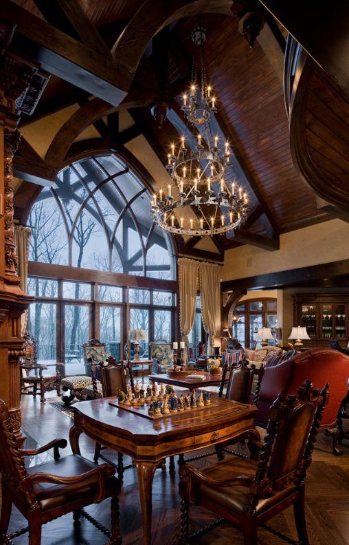 Огромные окна с множеством переплетений станут украшение дома в готическом стиле