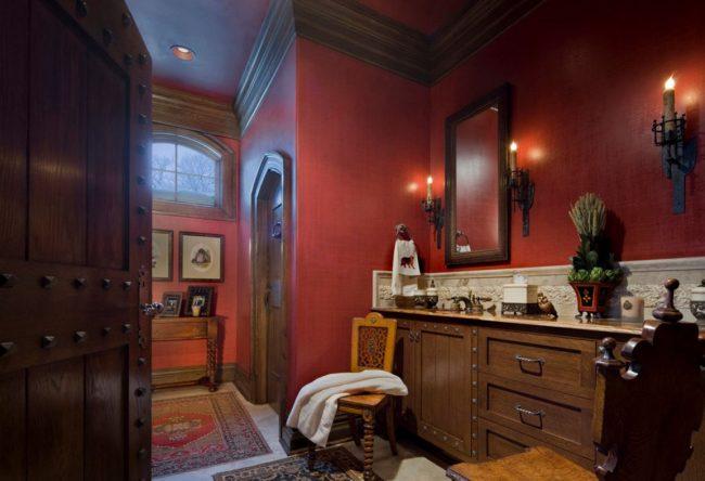 Цветовая гамма в готическом интерьере: бордовые стены и мебель из темных сортов дерева