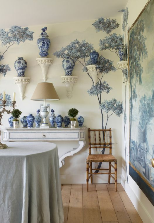 Китайская фарфоровая посуда может стать отличным дополнением обеденной комнаты в интерьере махараджей