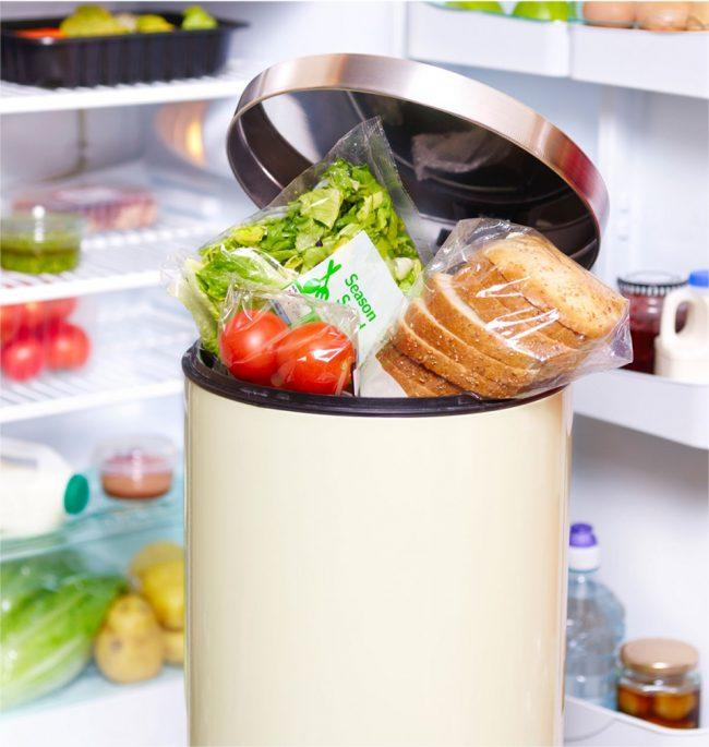 После приготовления пищи мы привыкли выбрасывать остатки пищевых отходов в мусорное ведро, однако это не совсем гигиенично, да и запах часто портит атмосферу в кухне