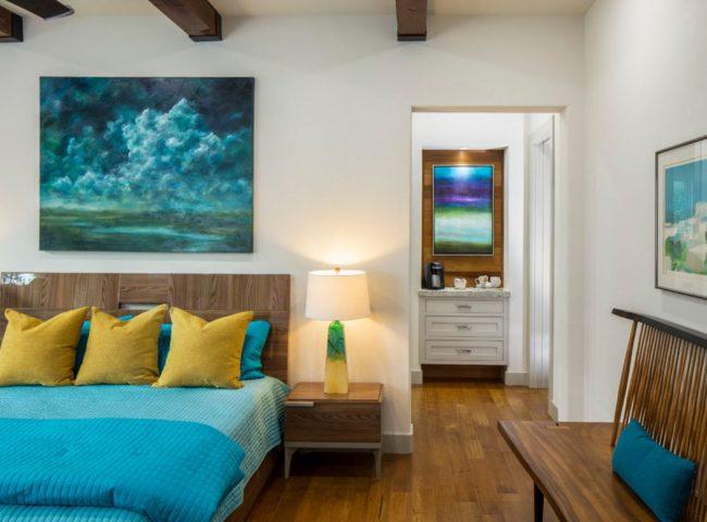 Картина в спальню над кроватью - лучший способ украсить комнату