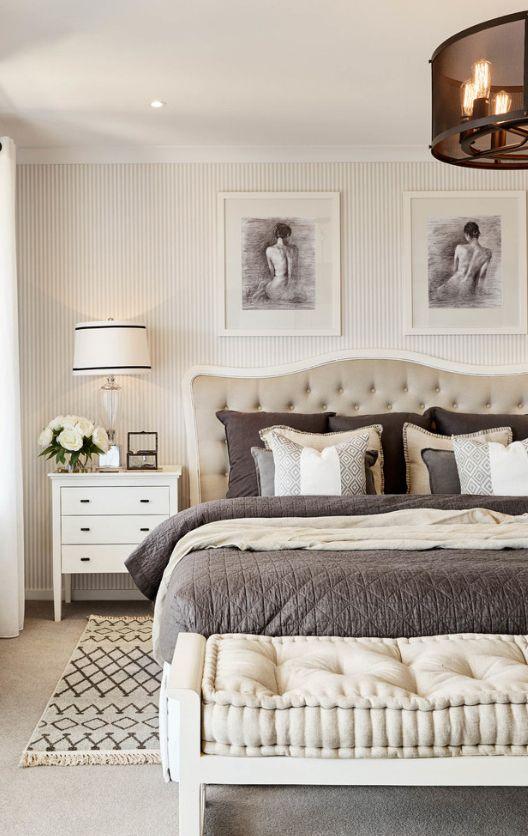 Эскизы на стенах спальни