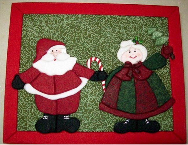 Новогоднюю атмосферу в доме создают маленькие предметы, символизирующие праздник