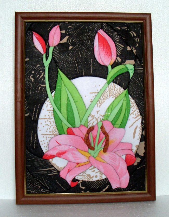 Красивое яркое панно в деревянной рамочке с цветами