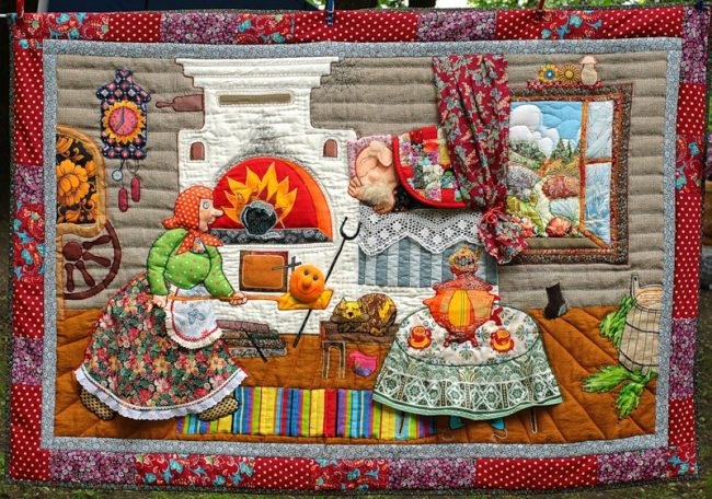 Сказочное панно из лоскутов в ярких красках