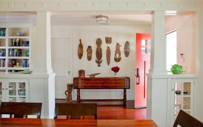 Небольшие колонны из гипсокартона украсят прихожую вашего жилища