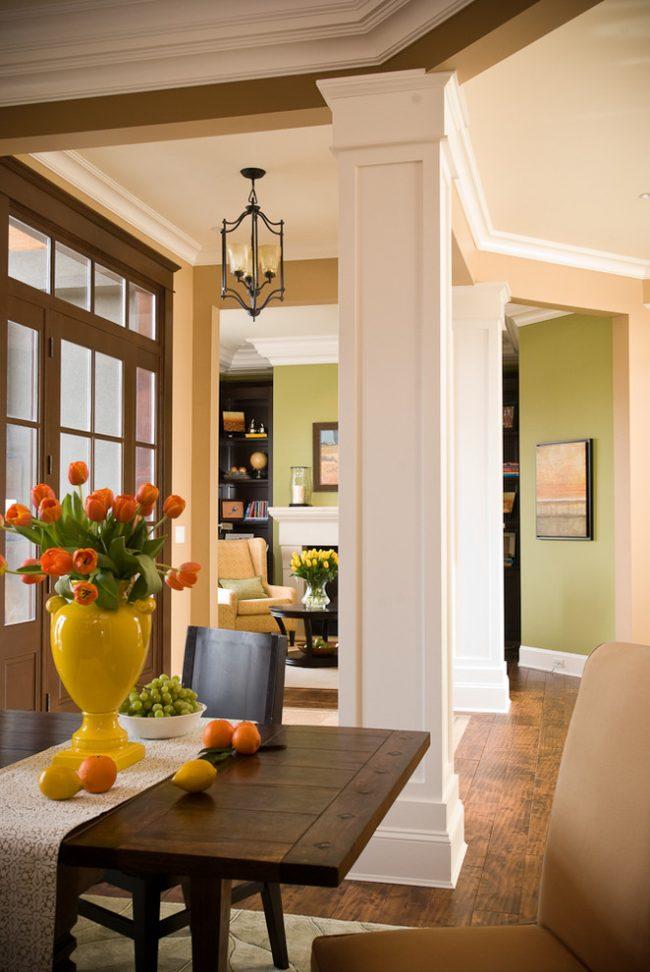 Полиуретановые колонны, обозначающие вход в дом