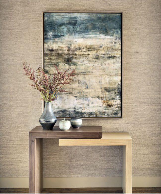 Декоративный узкий столик из разных пород дерева