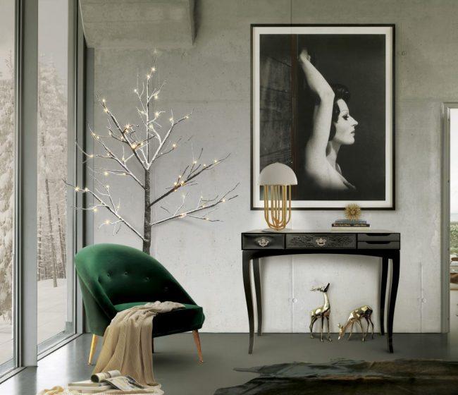 Черный глянцевый столик для прихожей в традиционном стиле