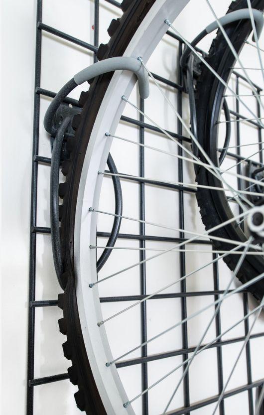 Купить крюки для крепления велосипеда на стену можно в любом магазине велотоваров