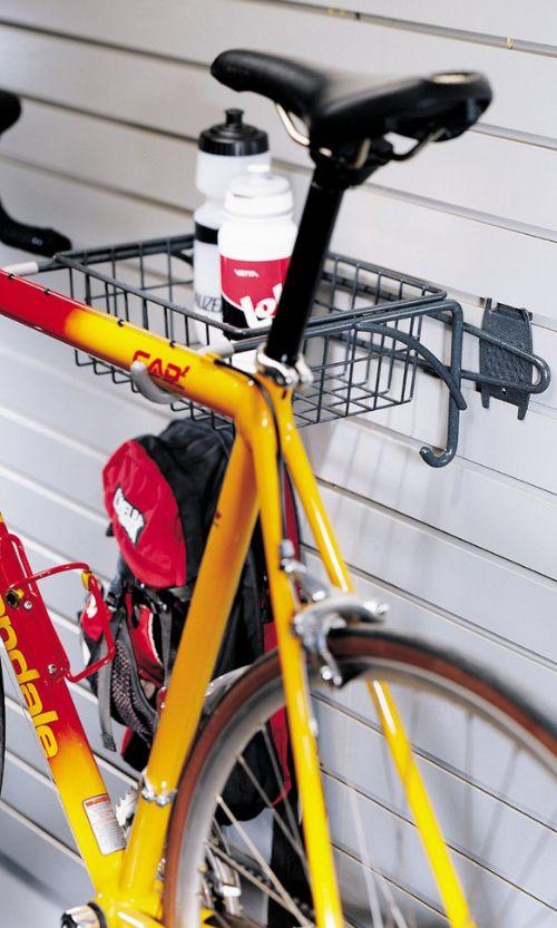 Металлические крюки - еще один способ крепления велосипеда к стене