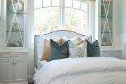 Фото 12 Стоит ли ставить кровать изголовьем к окну? Плюсы, минусы и 80 комфортных реализаций