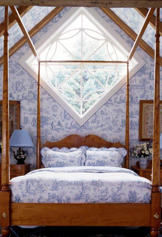 Кровать изголовьем к окну нестандартной формы