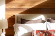 Фото 33 Стоит ли ставить кровать изголовьем к окну? Плюсы, минусы и 80 комфортных реализаций