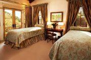Фото 51 Стоит ли ставить кровать изголовьем к окну? Плюсы, минусы и 80 комфортных реализаций