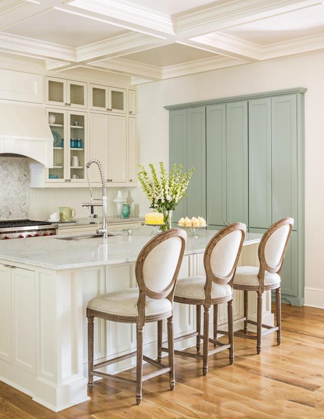 Нежные мятные оттенки придадут кухне ещё больше уюта