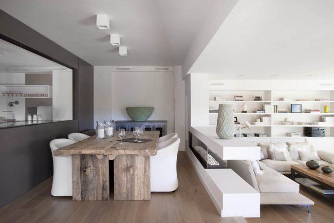 Зонирование кухни-столовой от гостиной при помощи подиума