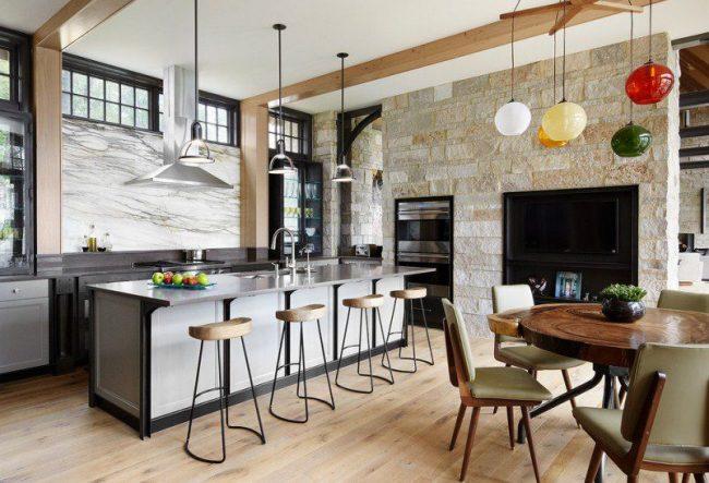 Кухня-столовая, разделенная островом