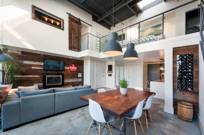 Удобное смежное расположение обеденной зоны и гостиной