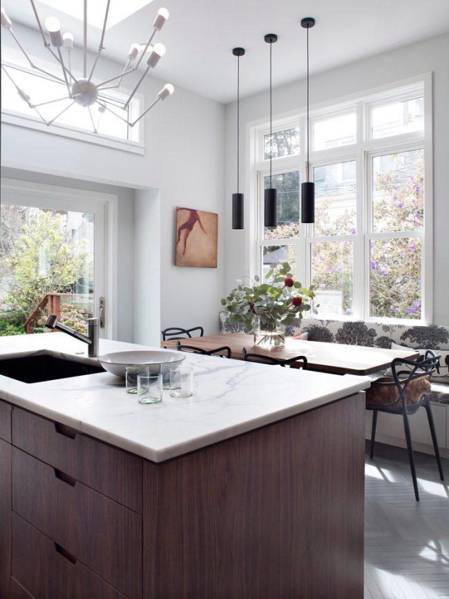 Выделение обеденной зоны с помощью кухонного острова