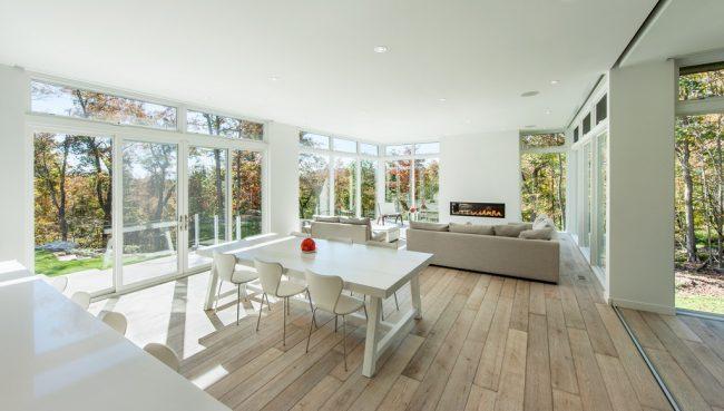 Панорамное помещение, оформленное в одном в одной стилистике и цветовой палитре