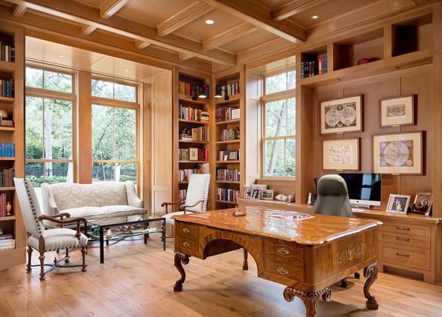 Теплые ореховые тона в домашнем кабинете
