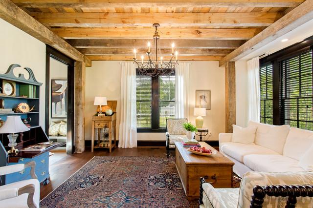 Деревенский стиль прованс подчеркивает отделка потолка балками из светлого ореха, а так же элементы мебели