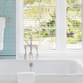 Стеклянная плитка для кухни и ванной: как придать интерьеру легкости и невесомости фото