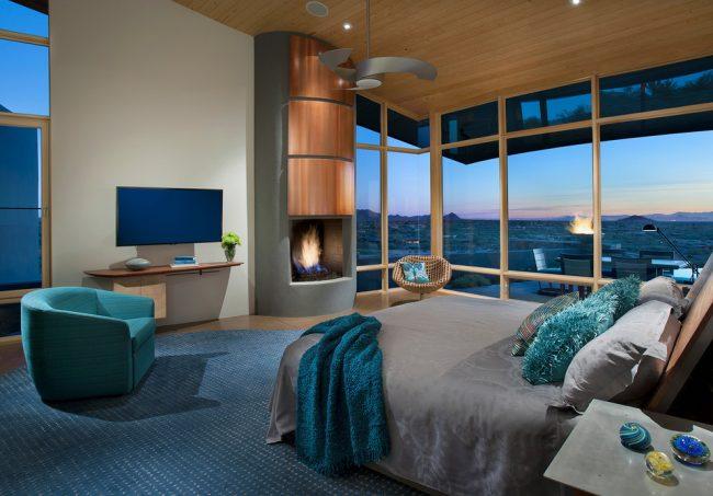 Элементы декора цвета бирюзы помогут освежить интерьер спальни