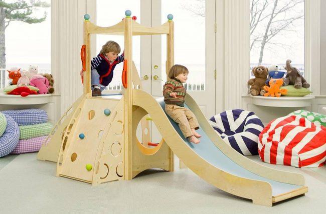 Деревянный спортивный уголок для малышей