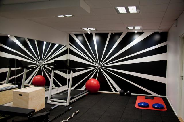 Контрастное оформление спортивной комнаты в квартире