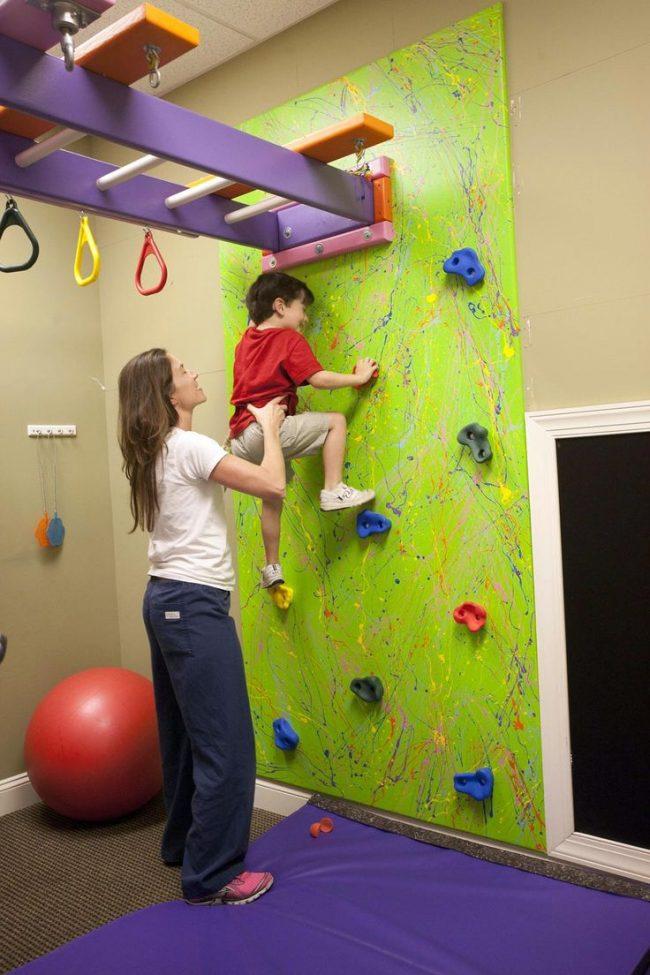Прекрасный детский спортивный уголок, предназначенный для разносторонней тренировки